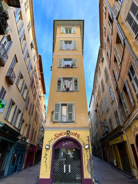Narrow house in Nice old town