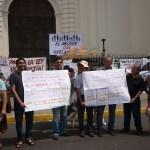Salvadorans protest the closure of Tutela Legal