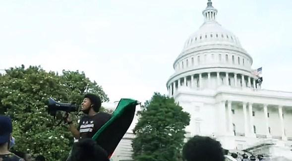 Los manifestantes se concentran frente al Capitolio en una nueva jornada de protestas en EEUU.