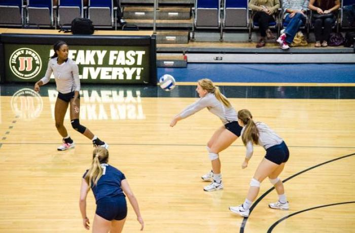 Women's volleyball loses to FGCU at home