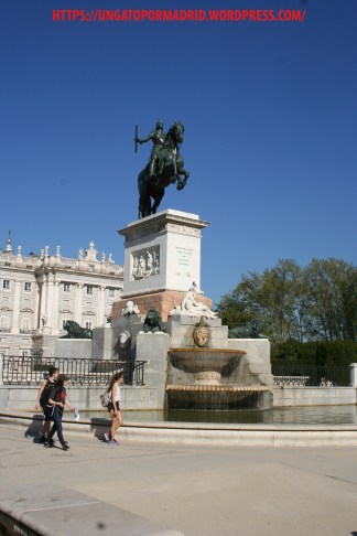 Estatua Felipe IV en la Plaza de Oriente