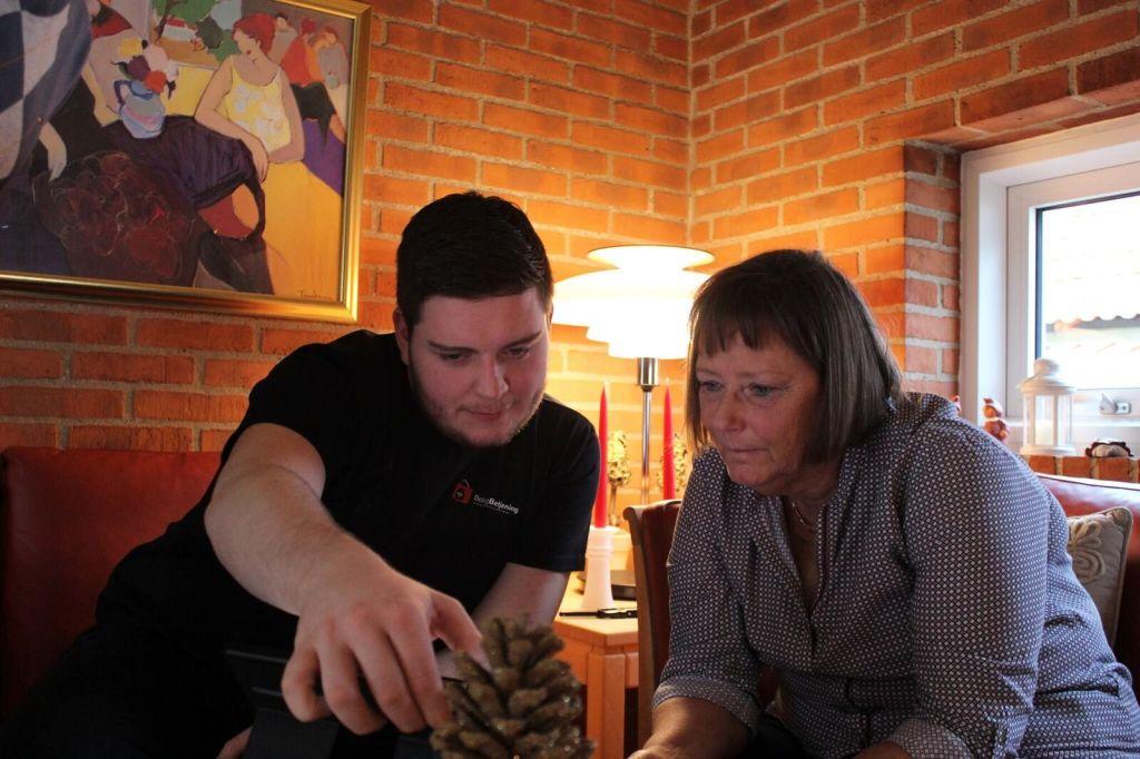 ung iværksætter hjælpe ældre