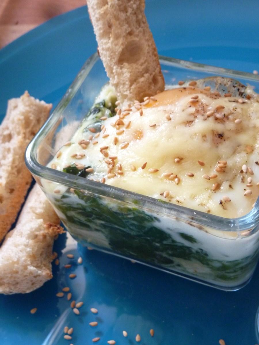 Oeuf cocotte épinard , sauce curry au lait d'amande.