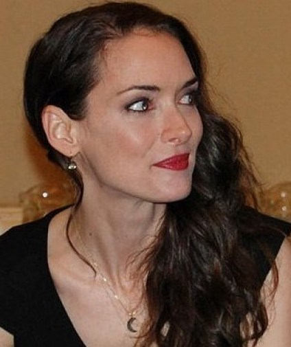Actress_Winona_Ryder_at_a_press_conference_for_Frankenweenie_2012_(cropped)