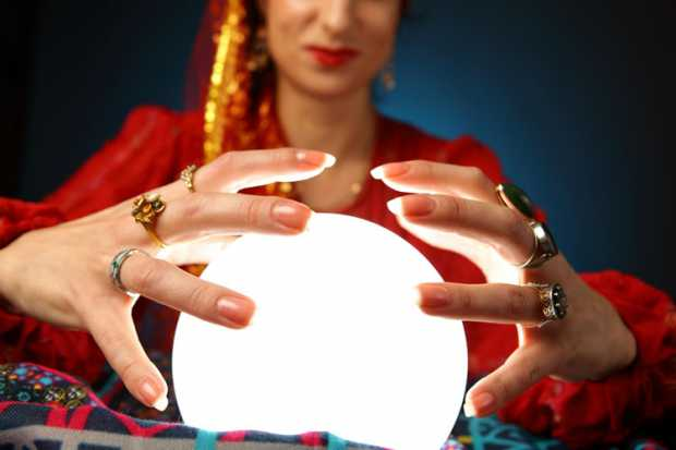 woman_with_crystal_ball.jpg