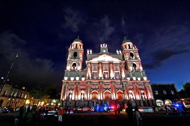 Continua Iluminación de la Catedral de Toluca