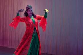 Die Tänzerin Shadi tanzt persisch.