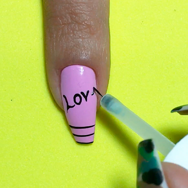 Dicas Fáceis para Decorar as Unhas, dicas para decorar unhas, boleador caseiro, pincel de esmalte, sombra de olho, fita isolante para decorar unhas, unhas esponjadas, truques para decorar unhas