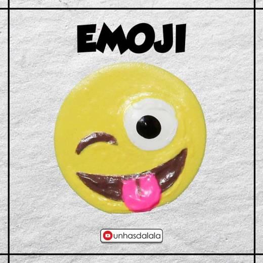como desenhar emoji dando língua