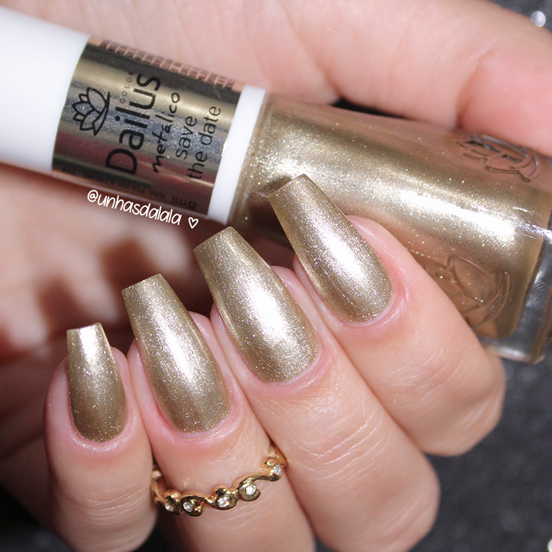 esmalte dailus save the date, esmalte dailus, resenha dailus save the date, save the date, esmalte dourado, dailus save the date, dailus, review dailus save the date, esmalte save the date, golden nails, esmalte dourado nacional, esmalte dourado bonito, esmalte metálico, unhas grandes, unhas longas, unhas da lalá