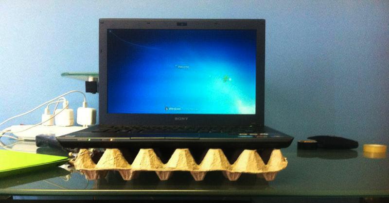 egg-carton-laptop-cooler-stand-life-hack1_UNIAREA