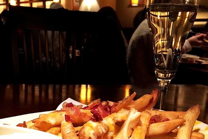 フライドポテトとシャンパン