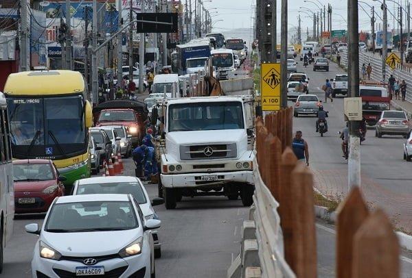Obras do gancho de Igapó e bloqueio no tráfego preocupam lojistas