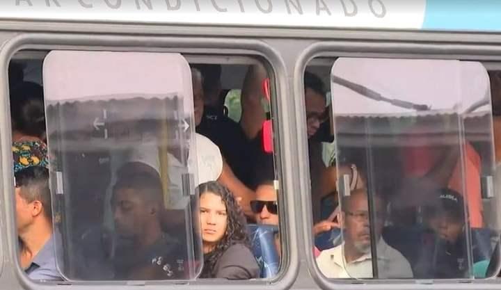 Transportes do RJ ainda têm aglomerações de passageiros, apesar do avanço do novo coronavírus