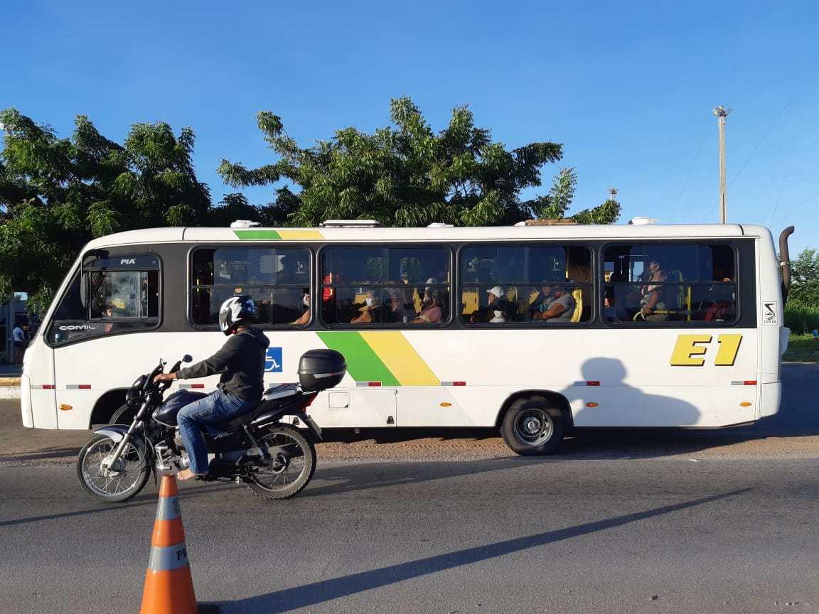 Coronavírus: Durante fiscalização, PRF detém motoristas por irregularidades no transporte de passageiros