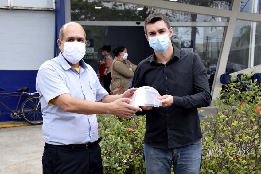 Primeiros protetores faciais produzidos na Volkswagen são doados no Estado do RJ