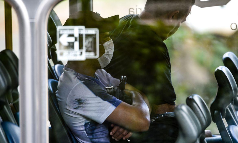 Senado aprova uso obrigatório de máscaras em locais de acesso público; texto volta à Câmara