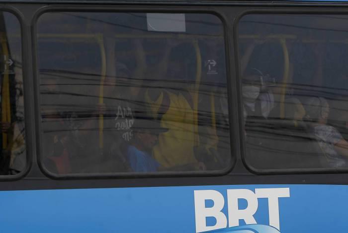 RJ: Prefeitura cobra 'barreira' de proteção entre motoristas e passageiros