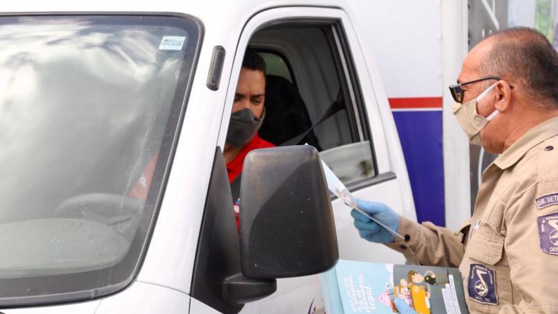 DER-RN realiza blitz educativa contra transporte ilegal
