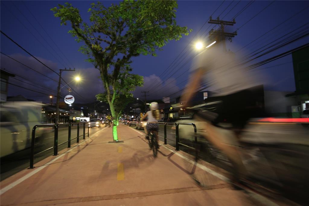 Florianópolis ganha ciclovia elevada, com árvores, e trechos em ciclofaixa