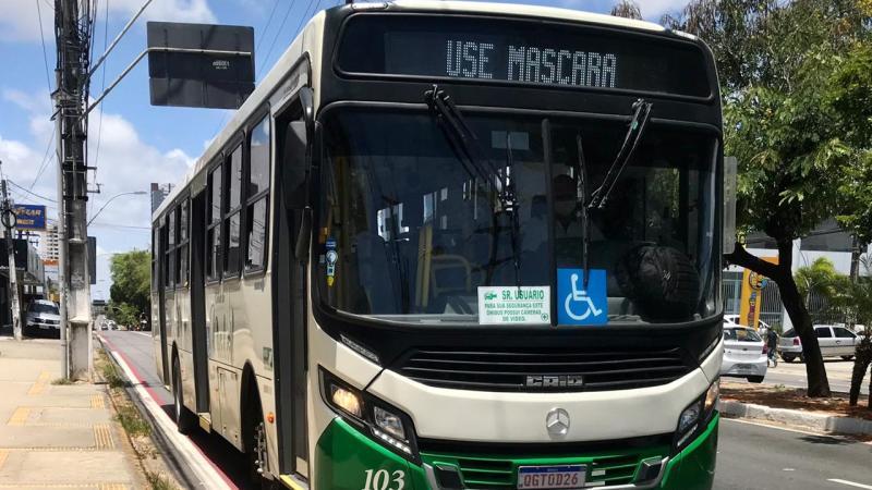 Prefeito de Natal veta projeto que implementaria botão do pânico nos ônibus