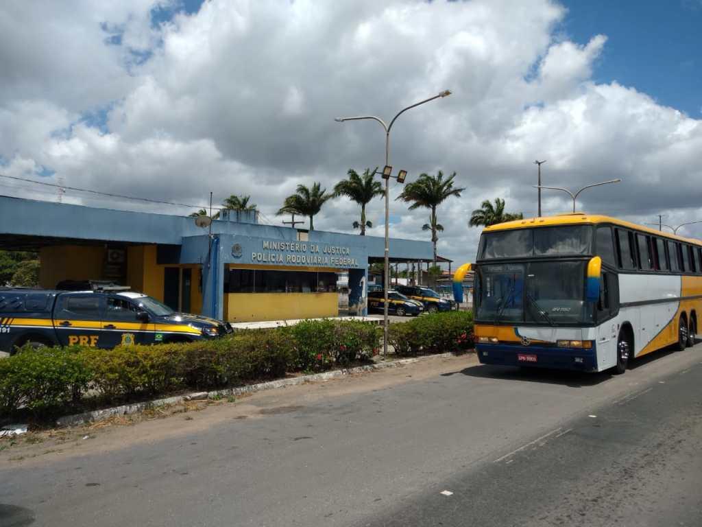 Ação conjunta da ANTT com a PRF apreende veículo que realizava transporte clandestino em São Miguel dos Campos/AL