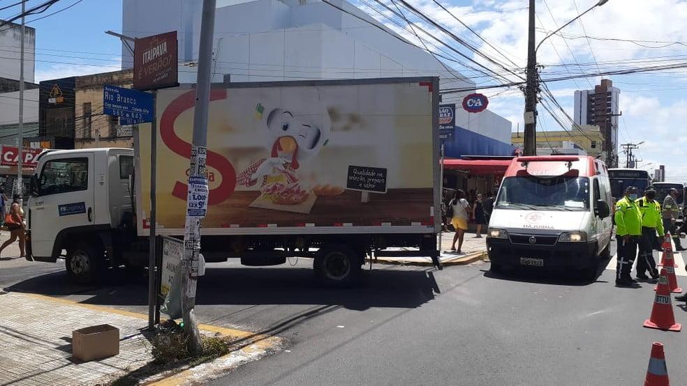 Natal: Idoso morre após ser atropelado em Ponta Negra; Mãe e filha são atropeladas por caminhão no centro
