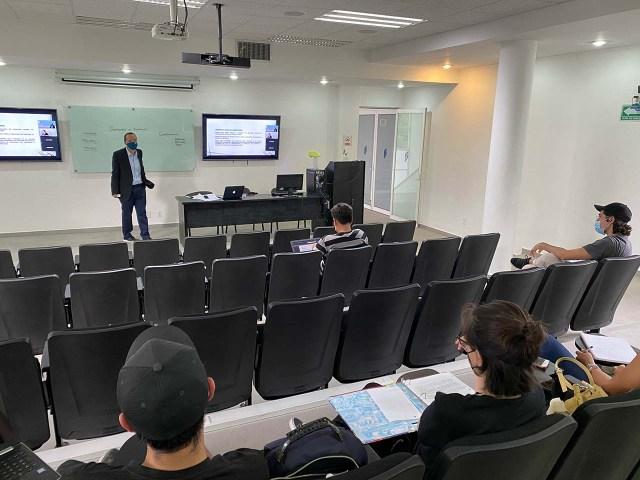 Los aulas híbridas inmersivas mejoran la experiencia académica en la educación presencial y a distancia de la Universidad de Celaya.