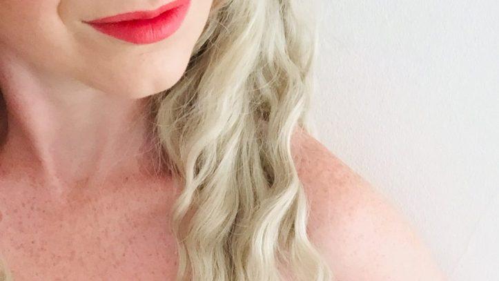 ThisKindaGirl in red lipstick with blonde hair smiling- sex blogger, swinger blog, swing lifestyle advisor