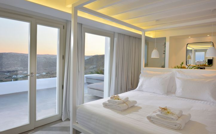 Swingers in Mykonos room with a view - swinger holiday October 2021 Greece