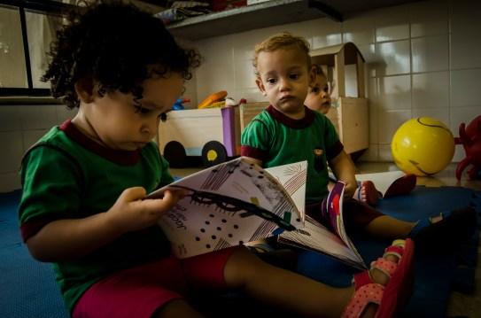 bebês lendo Planaltina