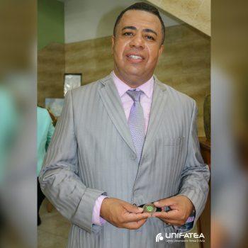 Reitor do UNIFATEA recebe medalha comemorativa aos 150 anos da Batalha de Itororó