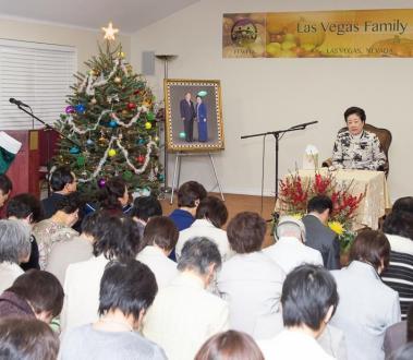 日本から天和宮を訪れた責任者らにみ言を語られる真のお母様
