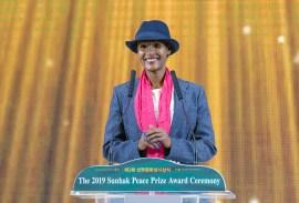 第3回鮮鶴平和賞授賞式にて受賞者デシナ博士とスーパーモデルで人権活動家のワリス・ディリー氏がスピーチ|世界平和統一家庭連合News Online