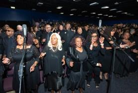 希望前進大会(米カリフォルニア州)でエミー賞を受賞したカーティス・ファロー氏の指揮による約500人の超宗教・超教派聖歌隊の合唱|世界平和統一家庭連合News Online
