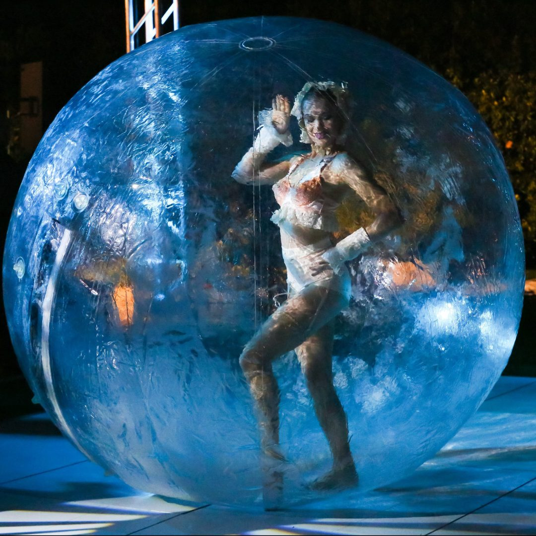 Pool Contortion in a Bubble Sphere