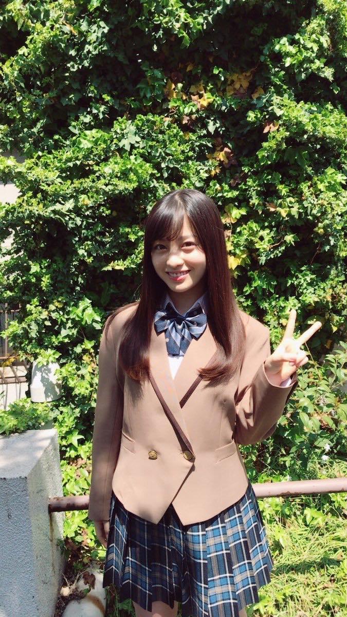 橋本環奈秀新劇《貴族偵探》制服照,果然還是一樣適合制服呢!
