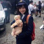 橋本環奈這回不穿學生制服,《警視廳生物系》裡的警察制服裝扮一樣可愛
