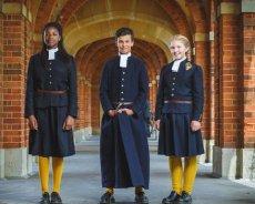 全世界最早的學校制服來自哪裡?