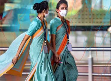 Hospital-Receptionists-Wearing-Uniform-Sarees-and-Walking-in-a-corridor