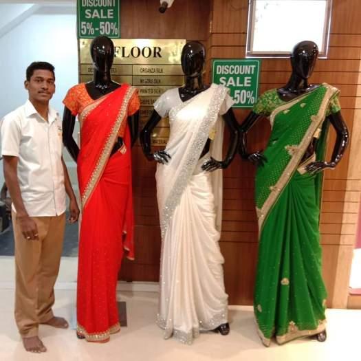 Manikanandan-Male-Saree-Drapist-Who-Drapes-Teacher-Uniform-Sarees-From-Chennai