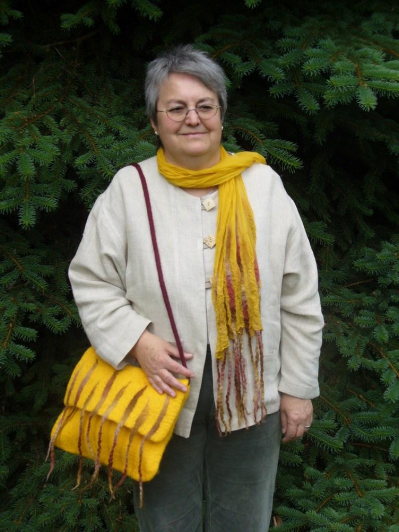 Tasche und Schal gelb