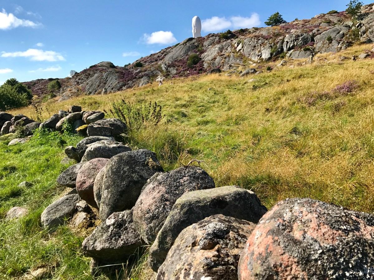 Steingjerde i Pilane skulpturpark på Tjörn, Bohuslän, Sverige
