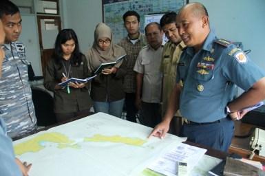 Koordinasi dengan TNI AL di Pulau Ndana