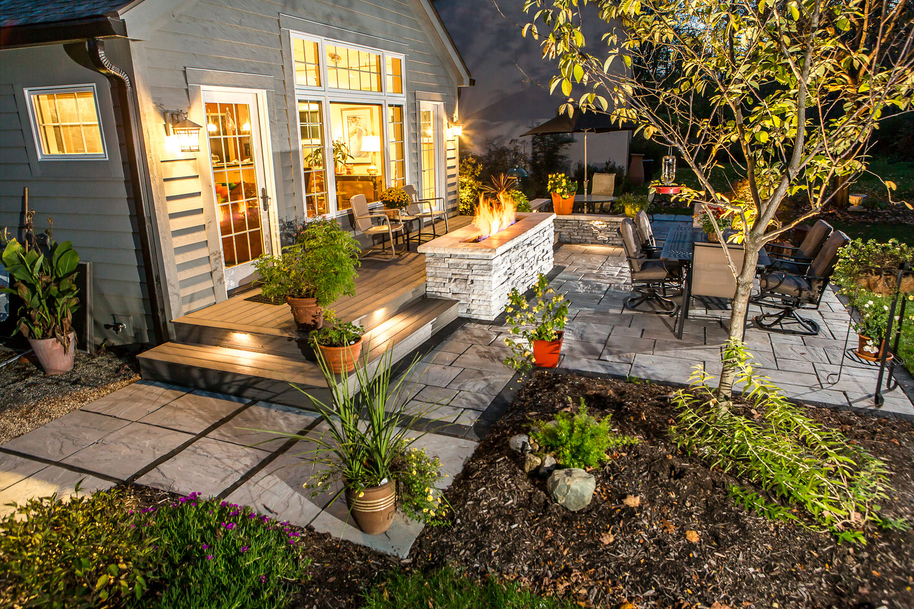 outdoor landscape lighting for patios walkways and retaining walls unilock