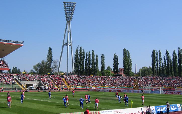 Jahnsportpark packed vs. Unterhaching in 2009