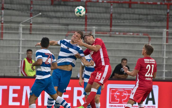Fabian Schönheim fights for the ball