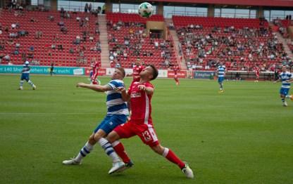 Peter Kurzweg fights for the ball