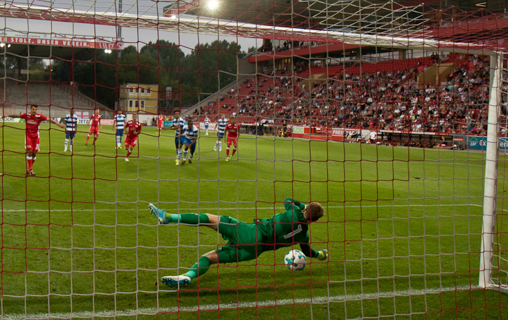 Philipp Hosiner converts penalty