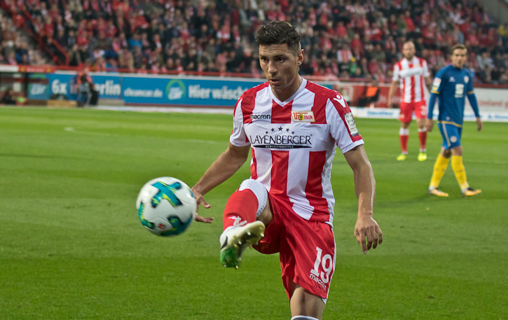 Kreilach controls the ball